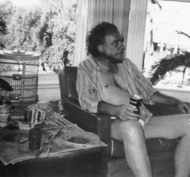 Он пил буквально всегда, предпочитая пиво и вино. В 24 года писатель ушел в десятилетний запой, который закончился внутренним кровотечением и умиранием на койке в больнице для нищих.