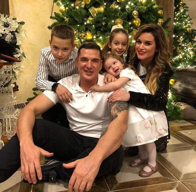 Ксения Бородина поделилась семейным фото.