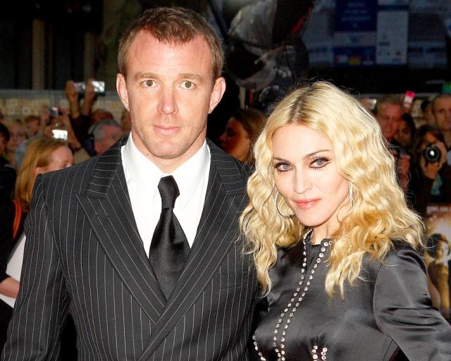 Мадонна и Гай Ричи. Брак поп-дивы и британского режиссера продлился семь с половиной лет.