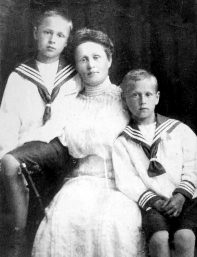 Незавидная судьба постигла и внука писателя, тоже Федора. Юноша как раз обладал литературными способностями, а когда семья непутевого отца бедствовала, искал возможность заработать. от брюшного тифа 14 октября 1921 года.
