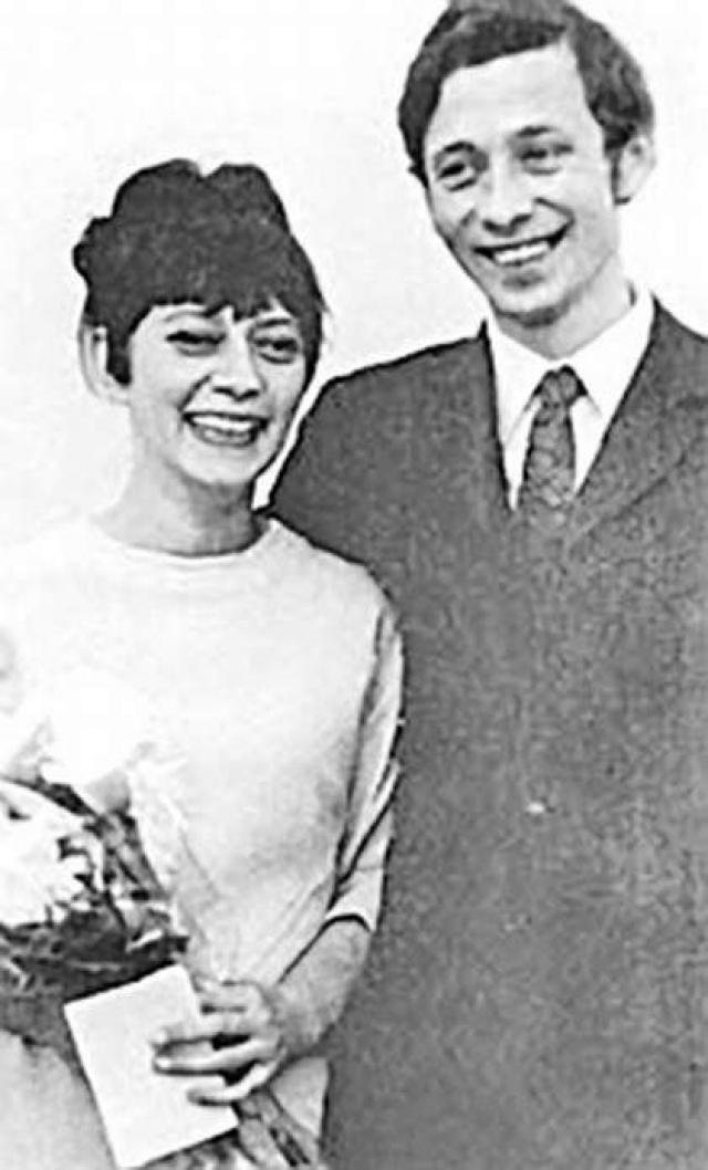 Олег Даль и Елизавета Эйхенбаум стали супругами в ноябре 1970 года и прожили вместе десять трудных, но счастливых лет.