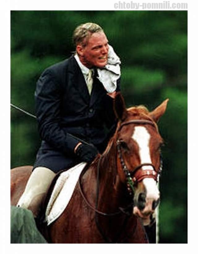В 1995 году он упал с лошади и сломал шейные позвонки, из-за чего оказался парализованным ниже плеч. Он даже не мог самостоятельно дышать, а говорил лишь с помощью специального аппарата, который был вставлен ему в трахею.