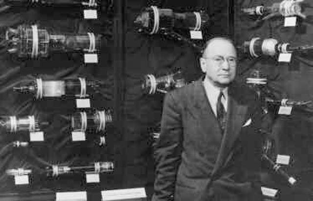 В 1923 году он подал патентную заявку на телевидение, осуществляемое полностью на электронном принципе.