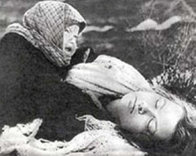 """""""...Умирали люди прямо на ходу. Вез саночки — и упал. Появилось отупение, присутствие смерти рядом ощущалось. Я ночью просыпалась и щупала – живая мама или нет""""."""