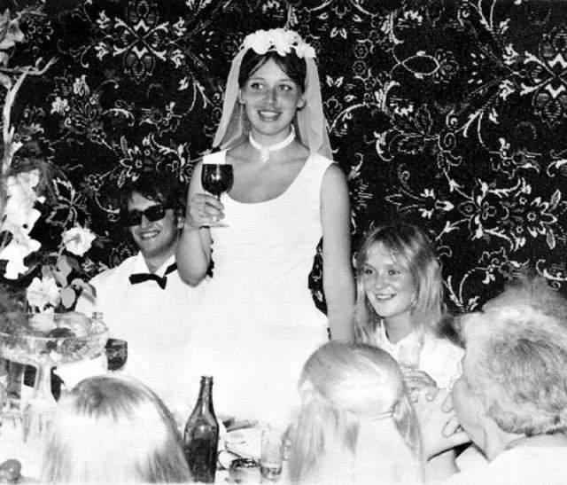 Александр Градский на банкете с честь своей первой свадьбы.