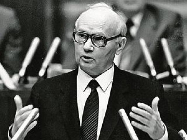 """Впоследствии экс-председатель КГБ СССР Владимир Крючков заявил, что """"никакого отношения к попытке покушения на Папу Римского Советский Союз и его спецслужбы не имели""""."""