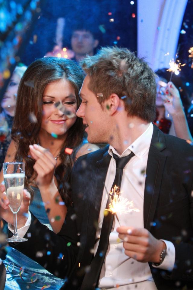 Нюша и Влад познакомились на съемках музыкальных программ, после чего их отношения и закрутились.
