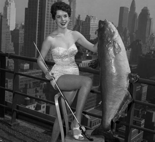 """А вот выглядела победительница такого занимательного конкурса, проходившего, конечно же, в США в 1954 году - """"Мисс Сом"""" ."""