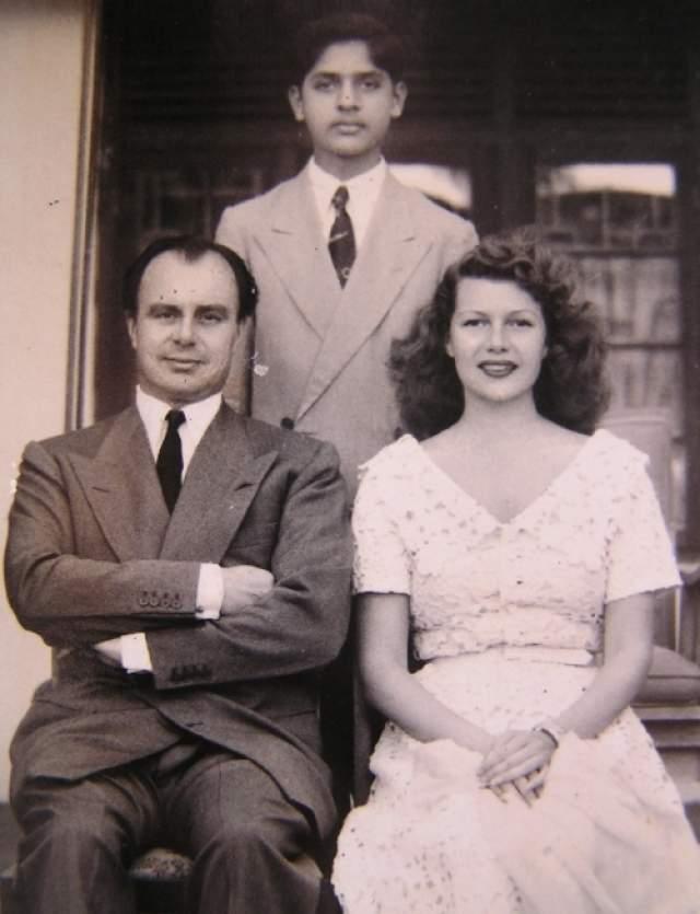 Кстати, в семействе ходит шутка, что любовь к моделям у Рахима в генах: его дед был женат на голливудской актрисе Рите Хейворт, а мать самого Ага-хана — британская модель Сара Крокет-Пул.