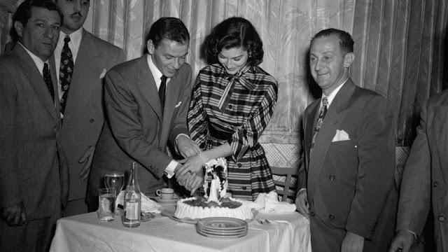 В 1963 году комиссия по азартным играм штата Невада аннулировала лицензию Синатры на управление казино в наказание за то, что в одном из игорных домов он оказывал прием гангстеру Сэму Джанкано.