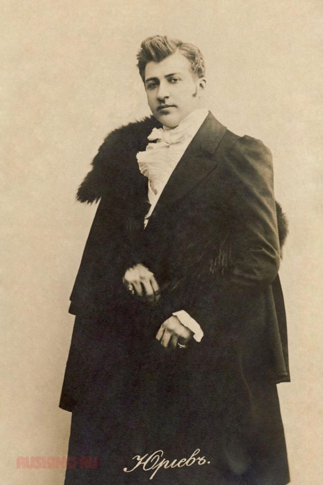 """Многие посетители """"салона"""" были репрессированы, однако сам Юрьев остался нетронутым. Актер скончался в возрасте 76 лет и, по слухам, завещал свое огромное состояние молодому лейтенанту госбезопасности."""