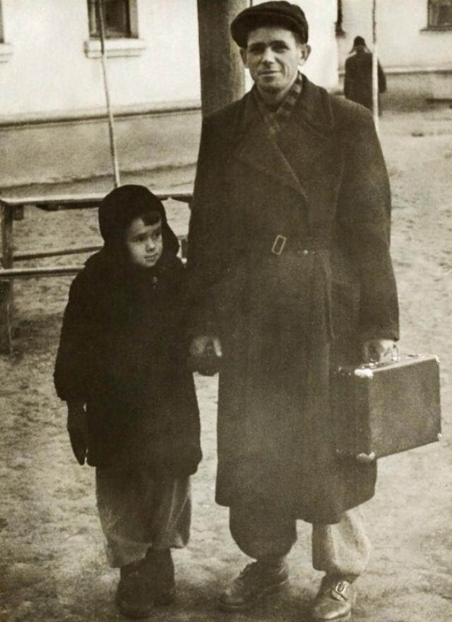Стас уже тогда затаил обиду на отца, а после того, как он отдал его в интернат и вовсе отказался от общения с ним.