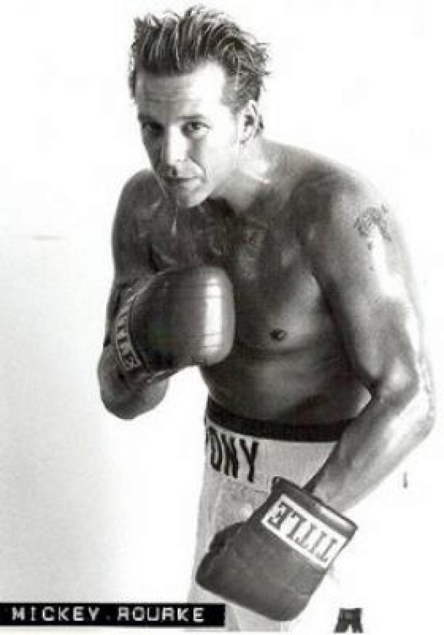 В 1991 Рурк выиграл профессиональный матч во Флориде, выступая под псевдонимом Мариэлито. Его послужной список: 27 побед и 3 поражения.