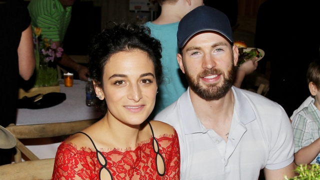 Не так давно Крис расстался с актрисой Дженни Слейт, бросившей ради него мужа. Актер не скрывает, что когда-нибудь хотел бы создать семью, но пока ограничивается собакой из приюта по кличке Доджер.