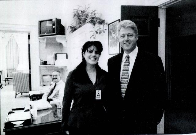 Билл Клинтон. Пожалуй, самый громкий скандал в политике - интимная связь Моники Левински с президентом США.