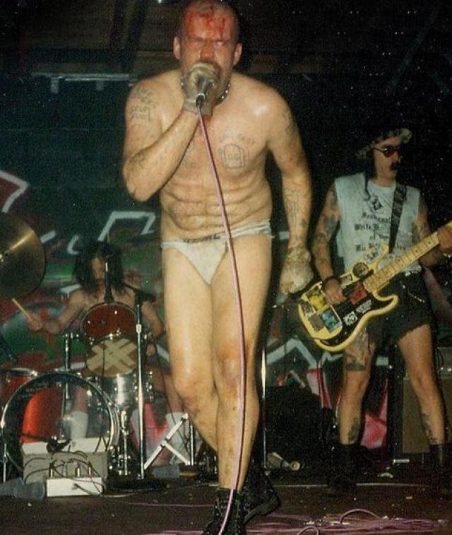 Джи Джи Аллин считался одним из самых скандальных персонажей в рок-музыке. На своих концертах он выступал без одежды, часто избивал зрителей...