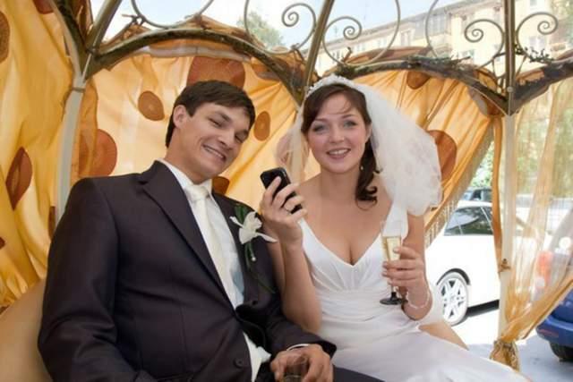 Россиянка так понравилась американцу Вику, что уже летом 2011 года пара сыграла свадьбу в родном для Алены Новосибирске. Уайлд в даже сменил гражданство и перестал выступать за США.