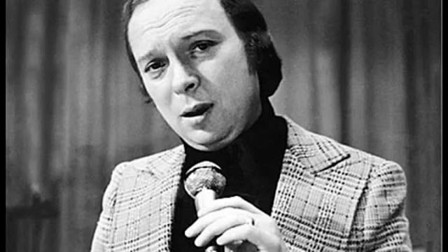Валерий Ободзинский. Первые пластинки исполнителя вышли в 1966 году, а в первой половине 1970-х годов его популярность была просто огромной.