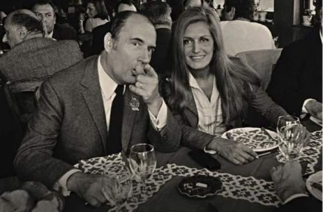 """Пока Миттеран был жив, обычно его вечер развивался по одному и тому же сценарию: он приезжал к трем женщинам — как правило, каждый раз новым. Сам президент называл это """"аперитив, основное блюдо и десерт""""."""