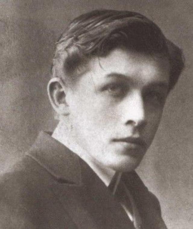 Юрий Юркун. В 1913 году в жизни поэта произошла судьбоносная встреча с поэтом Михаилом Кузминым, который и помог ему напечатать первый роман, заметил в семнадцатилетнем юноше немалые таланты и способствовал его литературному росту.
