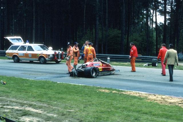 Жиль Вильнев погиб во время отборочного заезда на Гран-при Бельгии 1982 года. Он задел передним колесом заднее колесо другой машины, после столкновения автомобиль Вильнева подбросило вверх, машина несколько раз перевернулась и рухнула вниз.