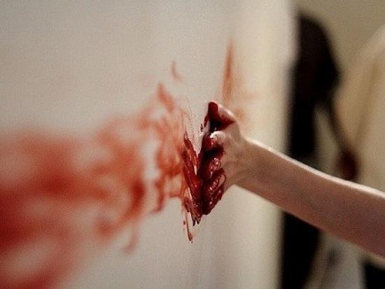 Сон свои руки истекают кровью