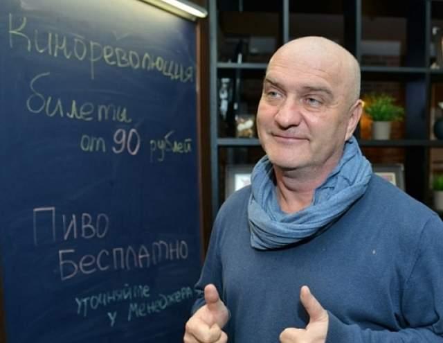 СМИ утверждали, что Балуев был пьян. Но концертный директор артиста уточнила, что тот просто не успел на рейс.