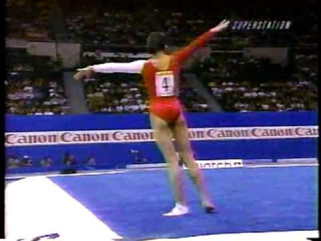 Сань Лань. 17-летняя гимнастка-китаянка получила страшную травму на Играх доброй воли в 1998 году в Нью-Йорке.