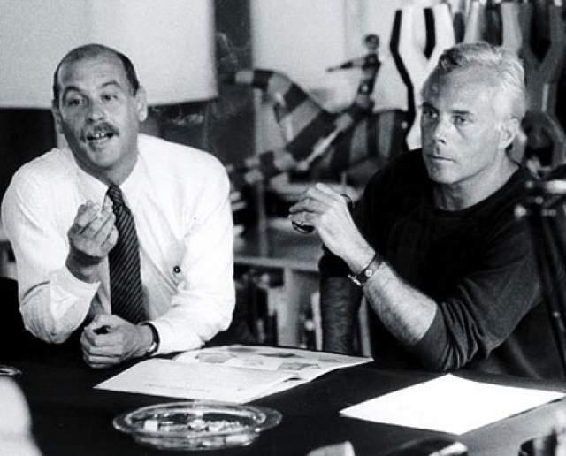В мир высокой моды Армани попал после работы в универмаге. Первым серьезным шагом в карьере была работа ассистентом Нино Черутти, главы компании по выпуску мужской одежды. А в 1974 он выпустил свою первую коллекцию мужской одежды, которая принесла ему мировую славу.