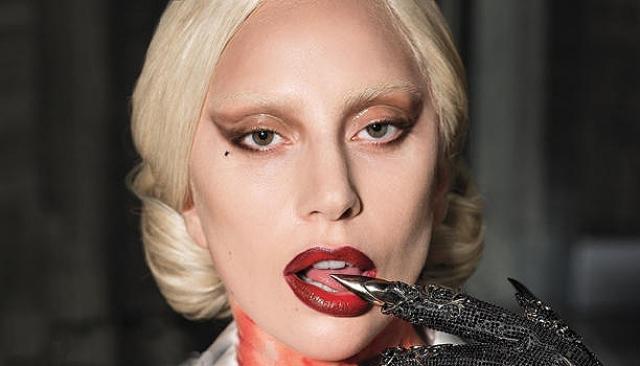 Леди Гага. Грим у исполнительницы всегда разный, но за каждым из них сложно представить себе ее истинное лицо.