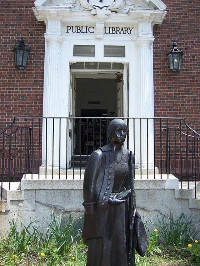 Дебора Самсон. Американка, как и ее литературный двойник, во время Войны за независимость США переоделась мужчиной и отважно сражалась в рядах Континентальной армии.