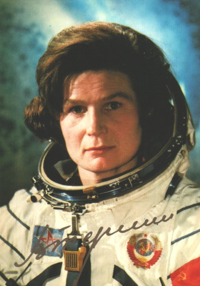 """Самая высокая скорость, с которой когда-либо передвигалась женщина, 28115 км/ч. Ее достигла Валентина Терешкова на советском космическом корабле """"Восток 6"""" 16 июня 1963 г."""