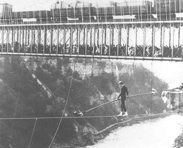 Хождения по канату продолжались до 1890 года. Спринтер Клиффорд Калвери поставил рекорд скорости, перебежав через ущелье за 2 минуты 32,4 секунды.