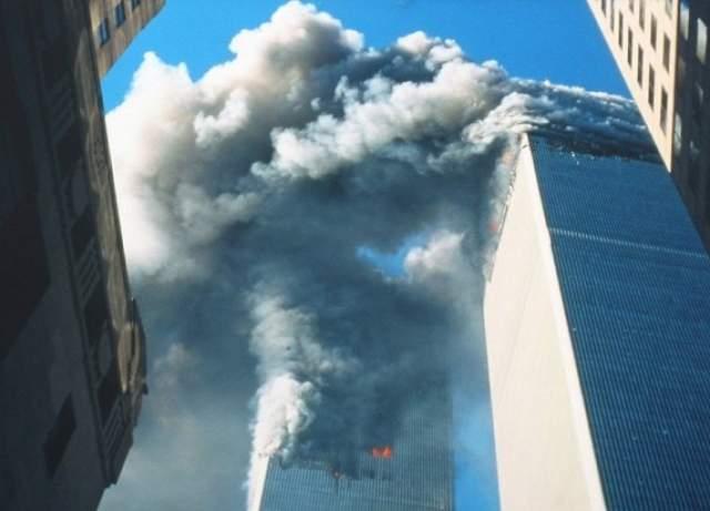 Американец Билл Биггарт погиб, выбежав из дома, чтобы сфотографировать катастрофу. Пока Биггарт снимал падение Южной башни, на него обрушились обломки Северной. Тело Билла и то, что осталось от его камеры, нашли через несколько дней.
