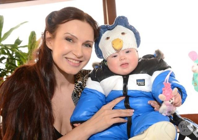 Эвелина Бледанс. Актриса родила своего второго сына 1 апреля 2012 года. Вместе с мужем они знали о том, что у ребенка отклонения, еще до родов, но пожелали, чтобы малыш родился.