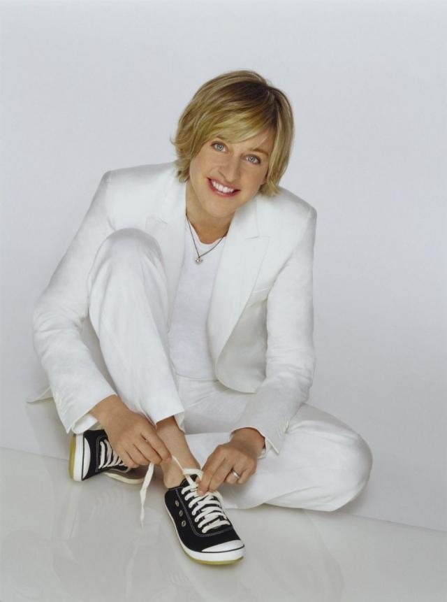 Эллен Дедженерес. 14 апреля 1997 года увидел свет новый выпуск журнала Time, на обложке которого появилась фотография известной американской телеведущей Эллен Дедженерес, а ниже — подпись: Ага, я лесбиянка.