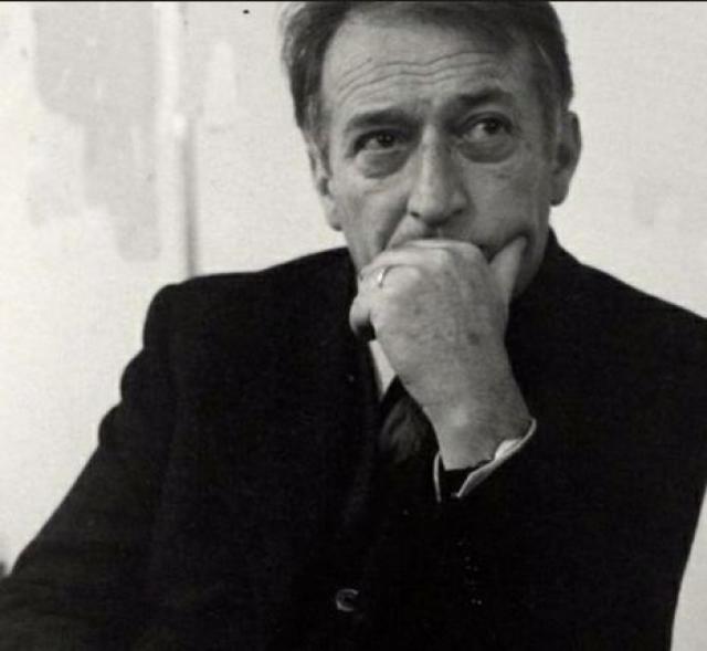 """В 1948 году Родари стал журналистом в коммунистической газете """"Унита"""" и начал писать книжки для детей. В 1951 году в качестве редактора детского журнала опубликовал первый сборник стихов - """"Книжка веселых стихов"""", а также свое известнейшее произведение """"Приключения Чиполлино""""."""