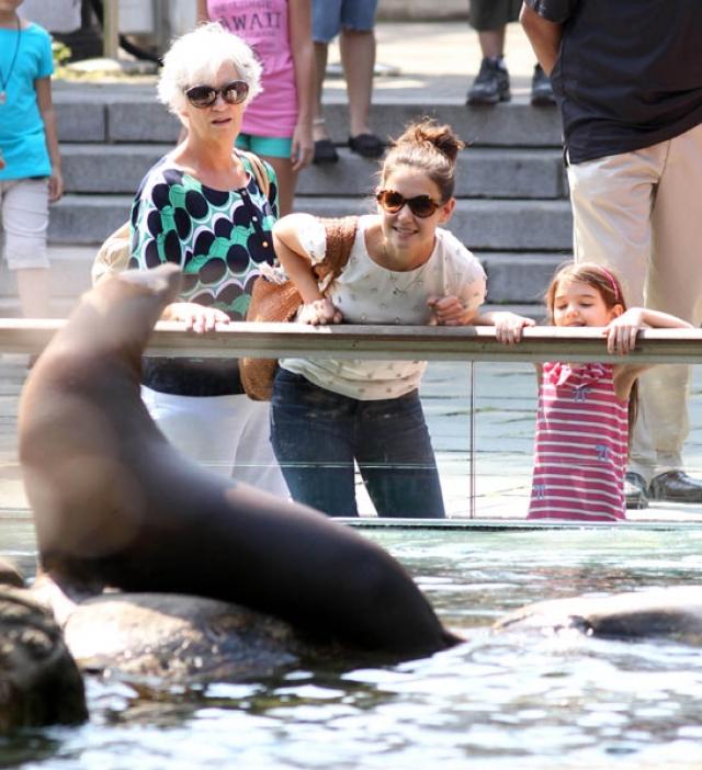 Кэти Холмс в зоопарке