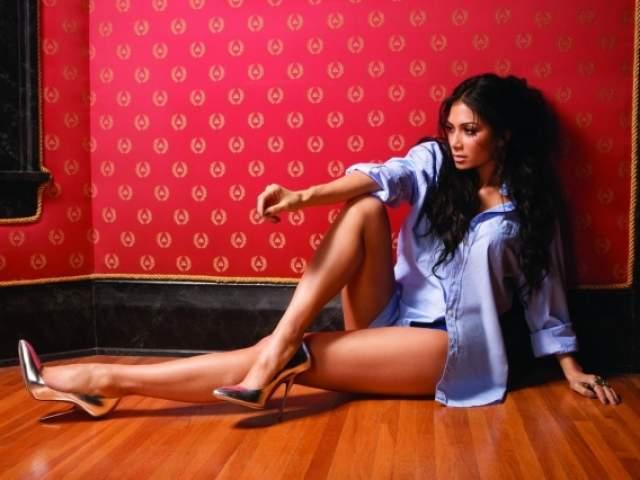 В 2006 году Николь уже работала над своим сольным альбомом. В декабре 2010 года героиня нашей истории и именинница официально покинула группу, а сама группа буквально сразу после этого официально распалась.