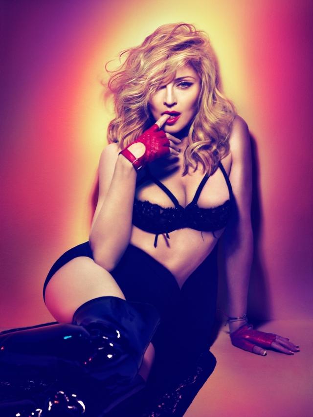 26 марта 2012 года вышел новый альбом 54-летней Мадонны , которая решила продвигать пластинку привычным способом, снявшись в чувственной промо-фотосессии.