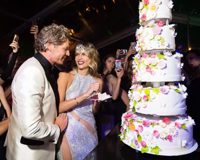 Баккер очень щедр: birthday party в стиле Гэтсби по случаю 30-летия Наташи Поли (именно под таким именем известна российская модель) влетела финансисту в копеечку.