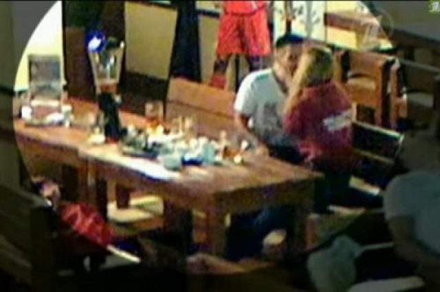 Как выяснили следователи, 30 августа 2014 года молодые люди познакомились в кафе, и подвыпивший актер склонял девушку к близости.