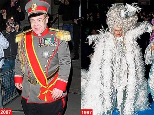 Ну а это типичные наряды сэра Элтона.