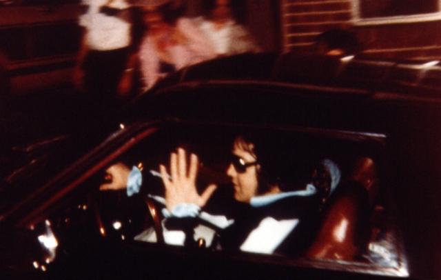15 августа 1977 года Пресли вернулся в свое поместье глубоко за полночь, вернувшись от зубного врача.