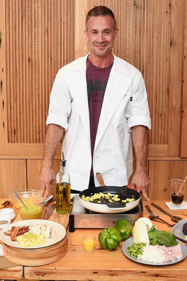 Оказывается, Фредди бросил актерскую карьеру, чтобы исполнить свою едва ли не детскую мечту: работать шеф-поваром в собственном ресторане.