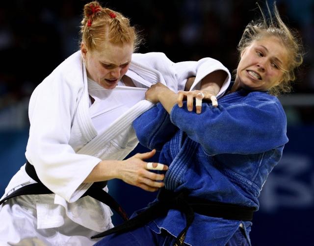 Первая женщин из США, завоевавшая олимпийскую медаль по дзюдо. Первая чемпионка UFC, бывшая чемпионка Strikeforce в легчайшем весе.