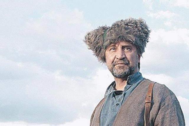 А так Юрий Юлианович выглядит без привычного аксессуара.