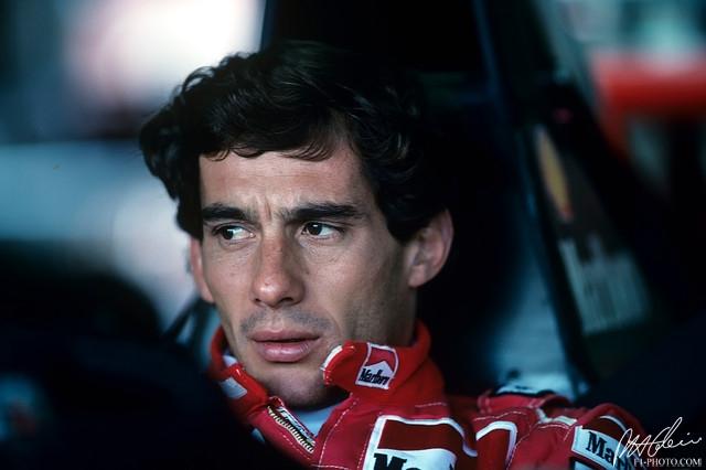 Айртон Сенна трижды побеждал в Формуле-1 - в 1988-м, 1990-м и 1991 году и по праву считается одним из величайших автогонщиков всех времен.