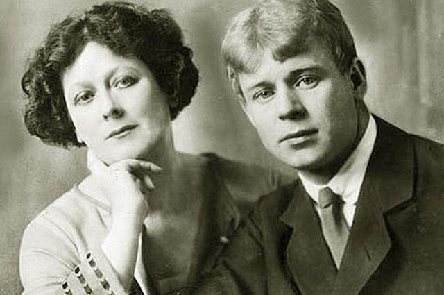 Айседора Дункан и Сергей Есенин (разница - 18 лет). О романе поэта со стареющей танцовщицей говорили и их современники, и все последующие поколения.