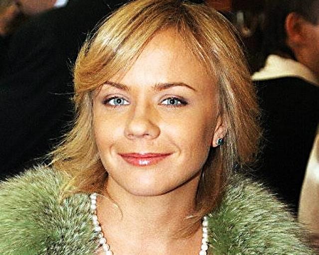 """Через два года после ухода из """"Лицея"""" Перова запела в музыкальной группе """"А-мега"""". Но это продолжалось недолго. И уже в начале 2000-х решила выступать сольно."""